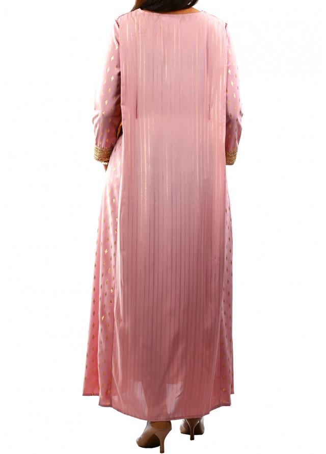جلابية برسمتين وحزام على الجانبين بلون الزهري