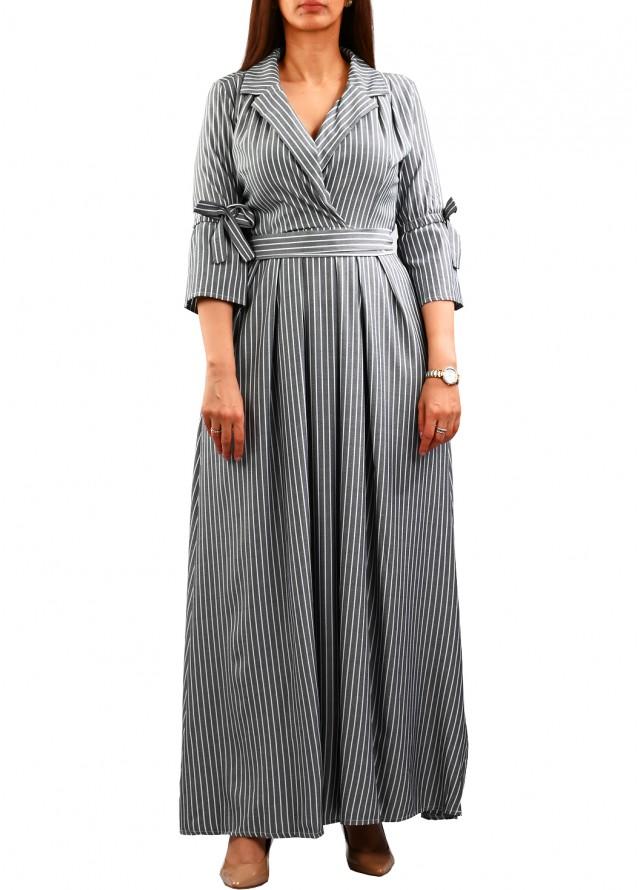 فستان رسمي مقلم ومكسي بلون رمادي