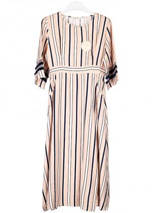 فستان بخطوط طولية بلون بيج